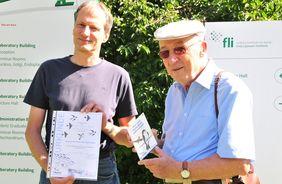 FLI-Group leader Christoph Kaether receives NABU-certificate (Source: FLI/Wagner).