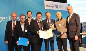 Preisträger mit dem Thüringer Wissenschaftsminister [Foto: FLI/Magdalena Voll]