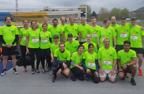 24 runners from 12 nations in 8 teams